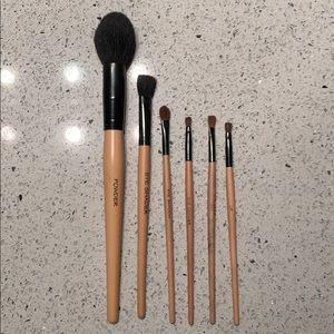 NWOT 6 Makeup Brushes